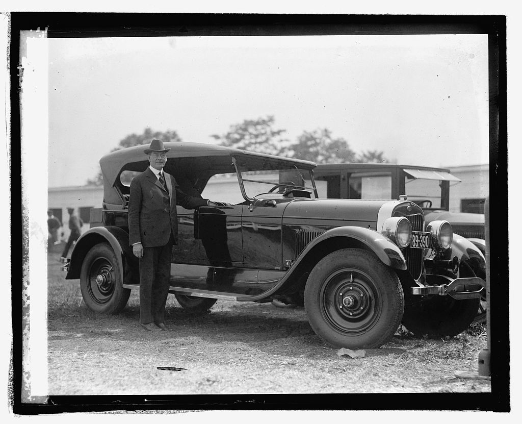 Sec. Wilbur with Lincoln car, [5/20/25]