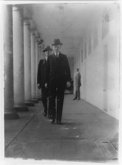 The President returning to the mansion from the executive offices (west wing)