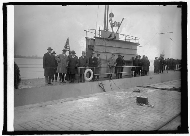 Wilbur and House Naval Affairs inspect sub T-3 at Navy Yard, 12/30/25
