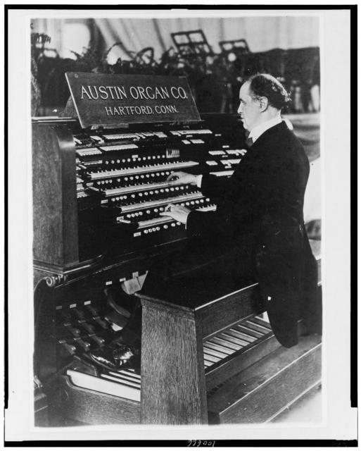 C. Walter Wallace, blind organist / Photo by Bain News Service.