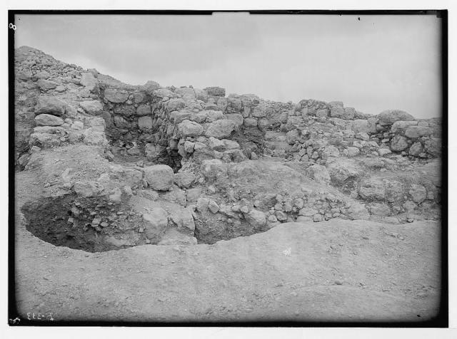 Excavations at Tell Beit Mirsim (Kirjath-Sepher) 1926. Great east gate