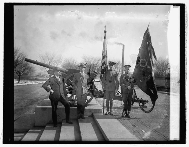 Gen. H.E. Ely & Hanford MacNider with their service flags, [2/17/26]