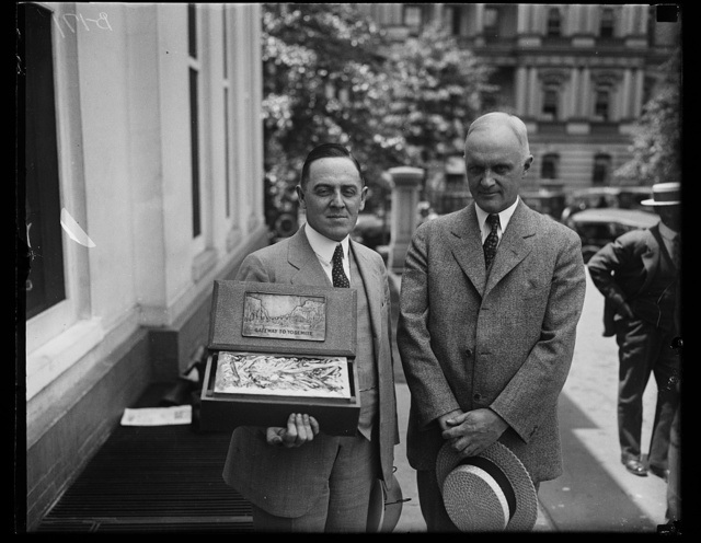 President Coolidge was presented with a box of real California sweets at the White House today, May, 17th, by A.R. Linn, manager of the Merced County Chamber of Commerce, Merced, California. (Left) on the right is Cong. H.E. Barbour of California, who introduced Mr. Linn to the Chief Executive