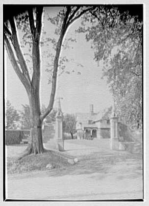 Robert Law, Jr., residence in Portchester, New York. Entrance gates, vertical