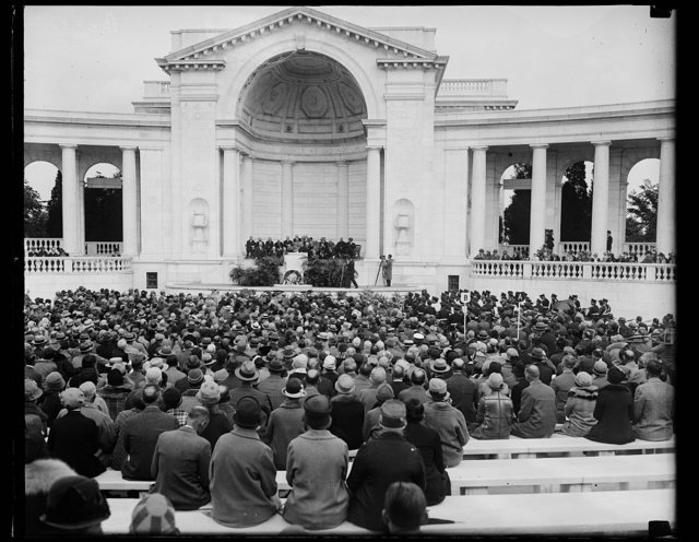 Doctors honor World War dead at Arlington. [...] general view of the services in Arlington Amphitheater [...]e the American Medical Association, who are holding their annual convention in Washington, honored the 500 medical officers [...] lost their lives in the in the World War. The Belgian Ambassador, [...]n de Cartier and Maj. Gen. Charles P. Summerall, Chief of [...] the principal speakers