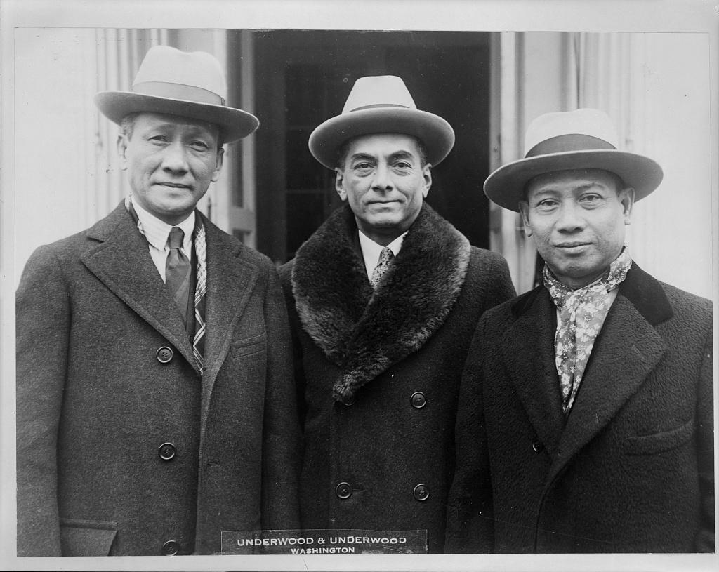 Filipino leaders congratulate President on naming of Governor General Stimson Filipino leaders photographed at the White House today when they called to congratulate President Coolidge on his appointment of Henry L. Stimson as Governor-General of the Islands. Left to right: Sergio Osmena, speaker of the House; Manuel Quezon, president of the Senate; and Pedro Guevara, Resident-Commissioner in Washington.