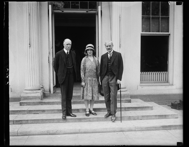 Former Prime Minister of Great Britain is received by President Coolidge. Accompanied by his charming daughter, Ishbel, the former Prime Minister of Great Britain, Ramsay McDonald, was received by President Coolidge at the White House today. He was presented to the Chief Executive by Sir Esme Howard, British ambassador, who is shown on the left in the photograph