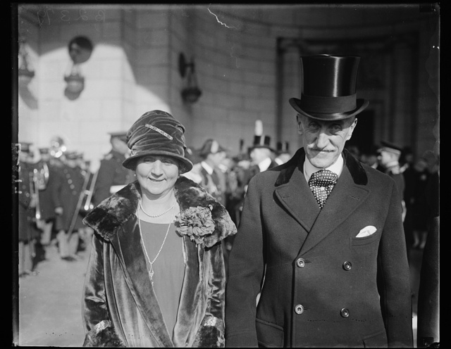 Governor General and Viscountess Willingdon of Canada arrive in Washington for visit, 12/6/27. The Governor General and Viscountess Willingdon of Canada snapped at the Union Station in Washington today when arrived for a visit until Friday. [...] all guests of President and Mrs. Coolidge at dinner [...] White House tonight
