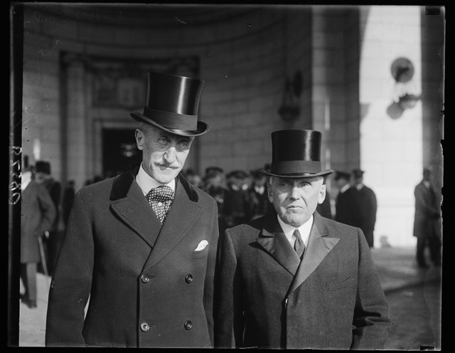 Governor General of Canada is welcomed to Washington by Secretary of State Kellogg. Attended by all the pomp and ceremony a republic can bestow, Governor General Willingdon of Canada was welcomed on his arrival in Washington today by the Secretary of State Kellogg, (right). The Governor General was accompanied by his wife Viscountess Willingdon of Canada was welcomed on his arrival in Washington today by the Secretary of State Kellogg, (right). The Governor General was accompanied by his wife Viscountess Willingdon and they will extensively be entertained in the National Capital until Friday