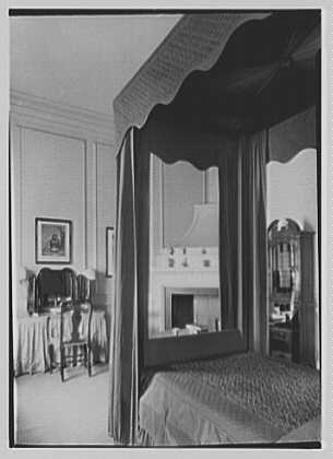 Marshall Field, residence in Huntington, Long Island, New York. High bed fourposter, bedroom, vertical