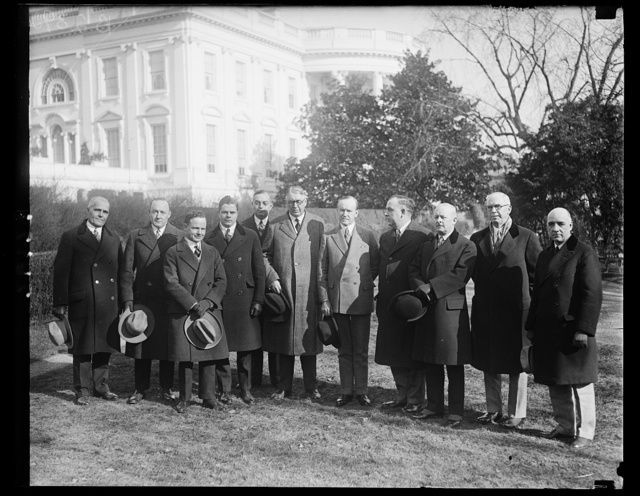 President Coolidge receives merchants, a delegation from the National League of Commercial Merchants who are meeting in Washington were received by President Coolidge at the White House today. In the center of group, left to right: Louis Ludlow; President Coolidge and L.J. Keask, President of the League