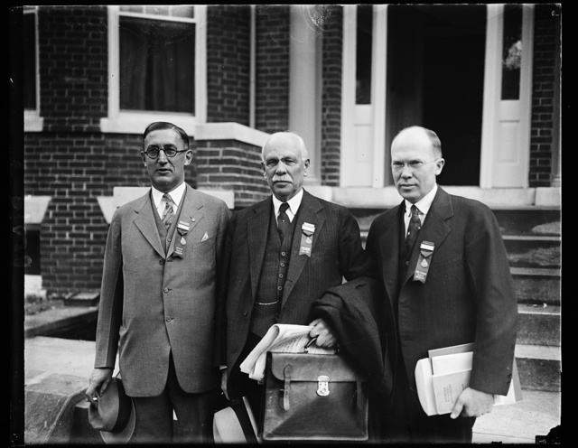 Prominent at A.M.A. Meeting. Among the prominent members of the American [...]ciation meeting being held in Washington, D.C. are, [...] Dr. F.C. Warnshuis, Grand Rapids, Michigan, Speaker of Delegates; Wendell C. Phillips, President of the [...] New York City and Dr. Allen H. Bunce, Atlanta, Ga., Vice [...]he House of Delegates
