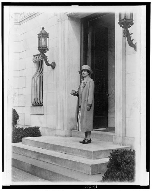 """The Coolidges start to move--Mrs. Coolidge snaped [sic] at the """"Temporary White House"""" when she appeared carrying a few of her choice possessions"""