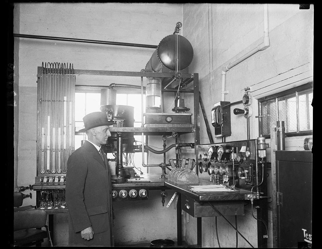 Air engine tester  Dr  K C  Dickinson, Chief of the Heat and