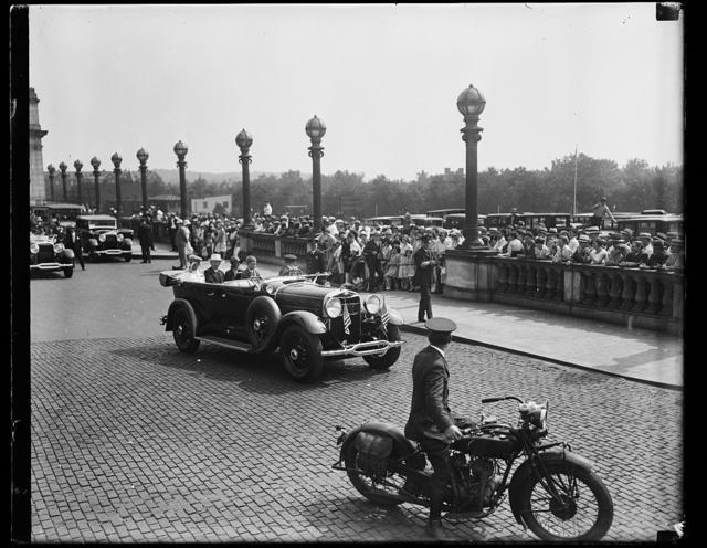 [Automobile and crowd outside Union Station, Washington, D.C.]