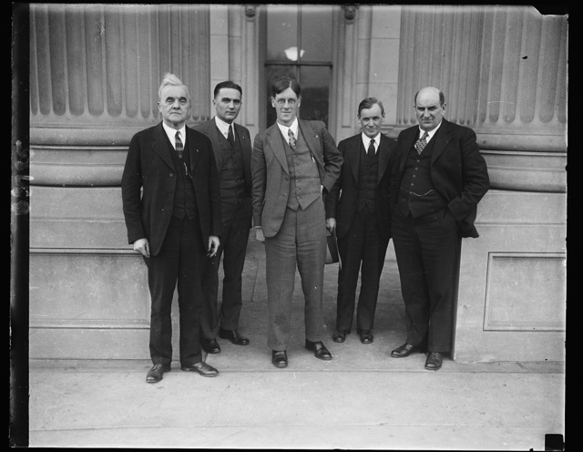 From House of Commons. Hon. [...] Brockway, member of the British House of Commons, and until his election, political Secretary of the Independent Labor Party, was a visitor at the Capitol where he was greeted by Farmer-labor Senators. In this group, left to right: Senator George W. Morris of Nebraska, Senator Gorad P. Nye of North Dakota, Mr. Brockway, Senator William N. Mac Master of South Dakota and Senator Lynn J. Frazier of North Dakota