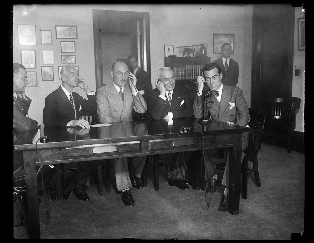 Giv. S Transatlantic [...], Secretary of Commerce Clarence M. Young congratulated Poland by transatlantic telephone on the inauguration of Polish merchant marine service with the United States. In the photograph, right to left, are: Young; T. Nosowiez, director of the Polish department of marine; Clayton Lane, commercial attache of the American embassy in Warsaw [...] Commercial Counselor of the Polish embassy in Washington