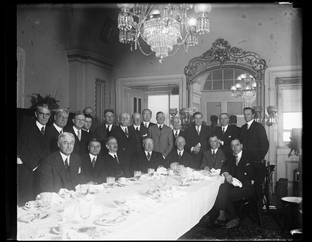 Given luncheon at Capitol. The Senate Foreign Relations Committee today tendered a luncheon to General Jan Christian Smuts, former premier of South Africa. Seated in the center of the group: Senator Claude A. Swanson, General Smuts, Eric H. Low, South African Minister to the United States, Senator Rey Pittman and Philip C, Nash, Director of the League of Nations Association