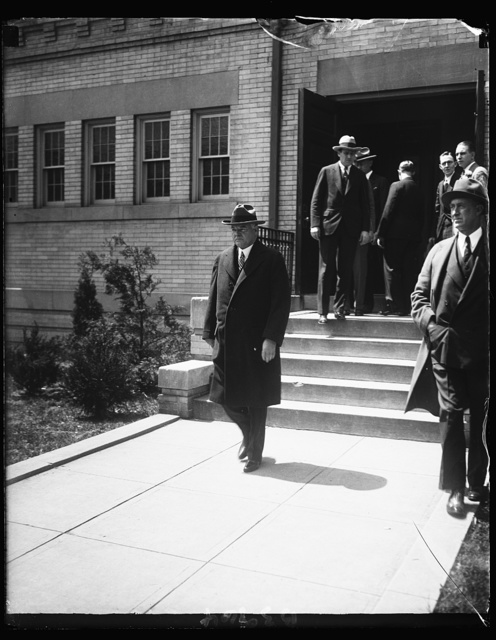 President Hoover attends church on Easter Sunday. President Hoover leaving Friend's Meeting House in Washington today after attending Easter Sunday church services. Mrs. Hoover was unable to attend because of illness