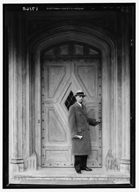 Architects and their work, Dwight James Baum. Dwight James Baum at Count Villa's entrance door