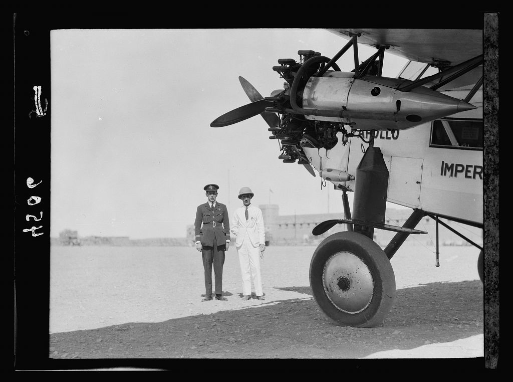 """Air route to Baghdad via Amman and the desert. Aircraft """"Apollo"""" at Rutba with officers of the Imperial Airways, Ltd. Capts. Mollard and Thompson"""
