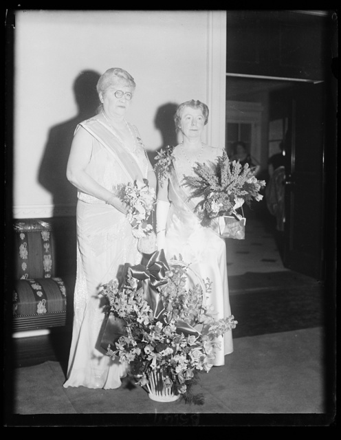 D.A.R. head greets successor. Mrs. Lowell [...] Hobart, (left) retiring President General of the Daughters of the American Revolution, and Mrs. Russel William Magna, of Holyoke, Mass., the only candidate for the post this year, are seen exchanging greetings