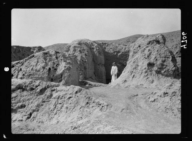 Iraq. El-Abaid. Remains of brick walls
