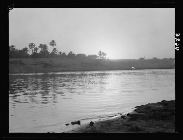 Iraq. (Mesopotamia). Baghdad. River scenes on the Tigris. The Tigris. Evening glow on the river