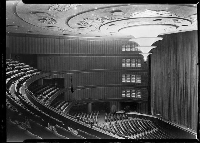 Roxy Theatre, 49th Street, New York, N.Y. [Interior] with curtain down