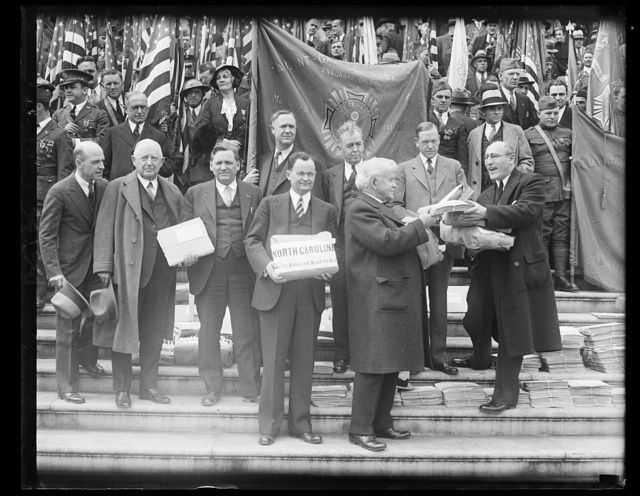 Veterans appeal to Congress for bonus. Scene on the Capitol steps in Washington today when a thousand veterans presented a truck load of petitions to Congress for immediate payment of the bonus. On the extreme right is Paul Wolman, past Grand Commander of the Veterans of Foreign Wars, is presenting the petitions to Rep. Rainey, of Illinois. Others on the picture are Rep. Snell; Rep. Patman; and Senator Brookhart, 4/8/32