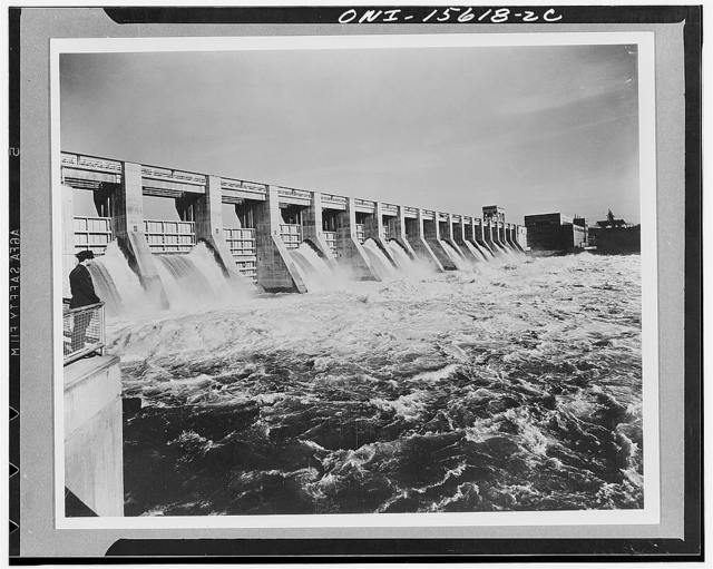 Chickamauga Dam and powerhouse. General view of spillway with powerhouse in background. On account of flooding hazard entire powerhouse built of concrete. Main generator hall in high portion, electical controls and offices in downstream bay; projecting wing houses visitors' facilities and air conditioning. Roof of downstream bay developed as overlook terrace