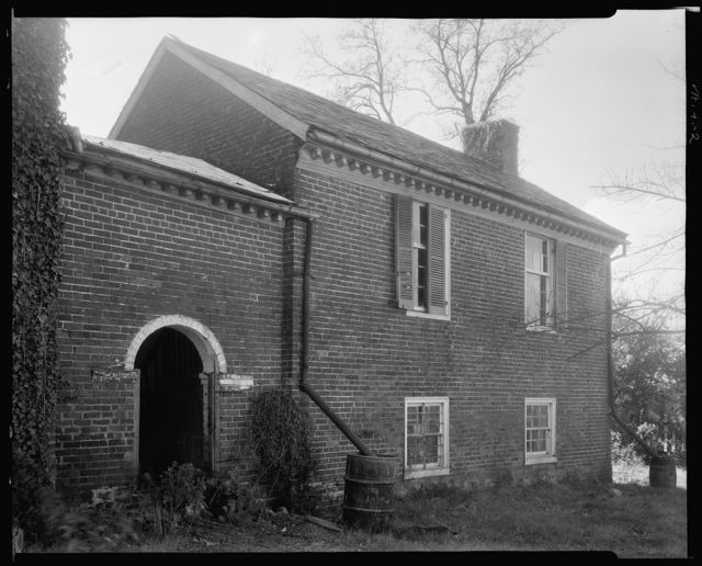 Covered passageway and building, Buckingham, Buckingham County, Virginia