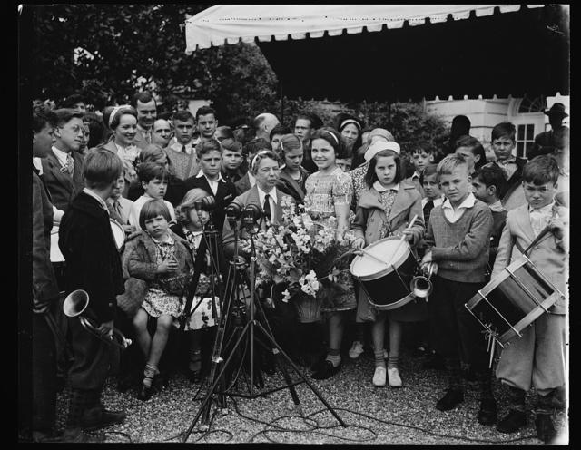 [Eleanor Roosevelt] outdoors, children, drum