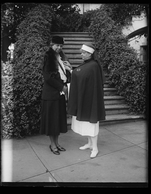 [Eleanor Roosevelt receiving Red Cross pin. White House, Washington, D.C.]