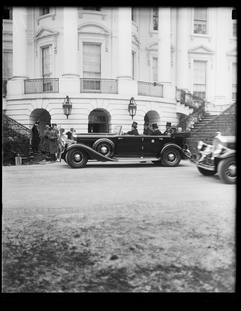 [Franklin D. Roosevelt inauguration. Automobile with Roosevelts at White House, Washington, D.C.]