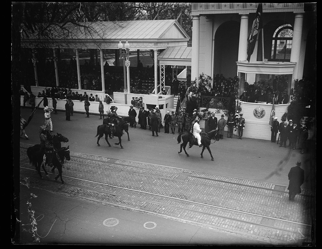 [Franklin D. Roosevelt inauguration. Parade and presidential viewing stand. Washington, D.C.]