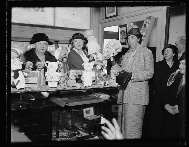 MRS. F.D. ROOSEVELT SHOPS AT THRIFT SHOP