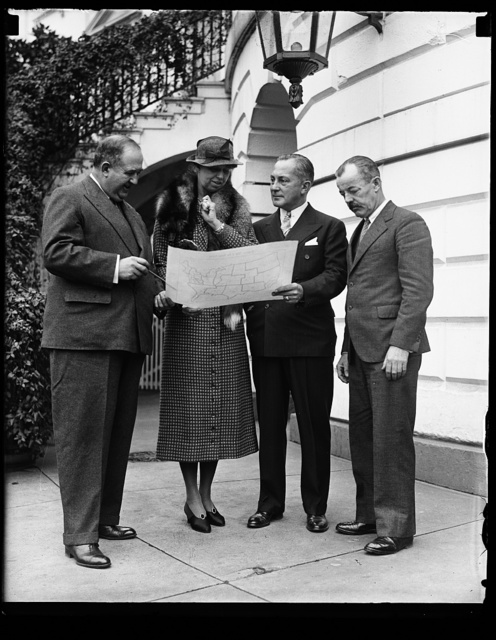 TECHNICAL WORKS OF ARTS PROJECTS. FROM THE LEFT: EDWARD BRUCE, SECRETARY OF THE ADVISORY COMMITTEE OF FINE ARTS TO THE TREASURY; MRS. ROOSEVELT; L.W. ROBERT, JR., ASSISTANT SECRETARY OF TREASURY; FORBES WATSON, TECHNICAL DIRECTOR OF PUBLIC WORKS OF ART PROJECT