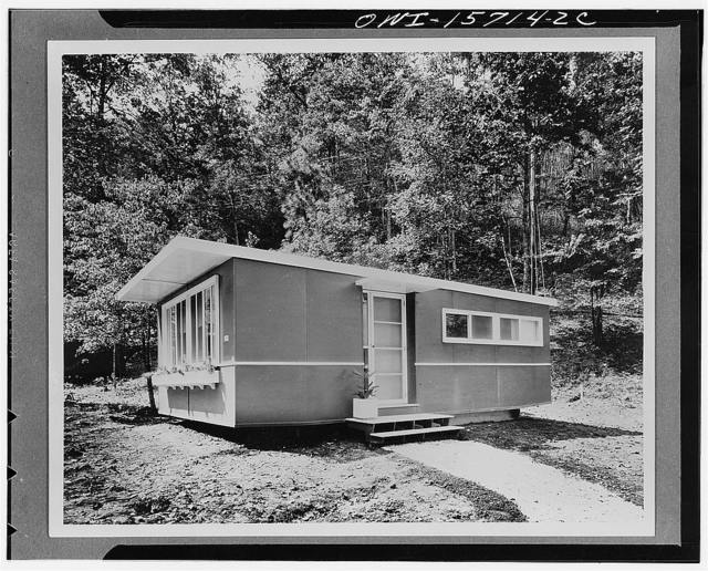 This is another assembled trailer house constructed on the same principle but designed more along the lines of a house than a trailer. It was also reduced in cost somewhat by substitution of a simple wide window for the bay window on the front of the living room