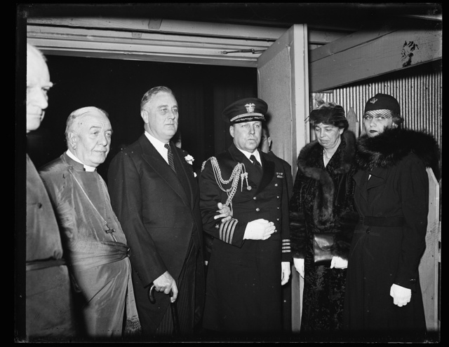 BISHOP FREELMAN; PRESIDENT ROOSEVELT; CAPT. WALTER N. VERNOU; MRS. ROOSEVELT; MRS. CURTIS DALL AT WASHINGTON CATHEDRAL 1ST YEAR IN OFFICE