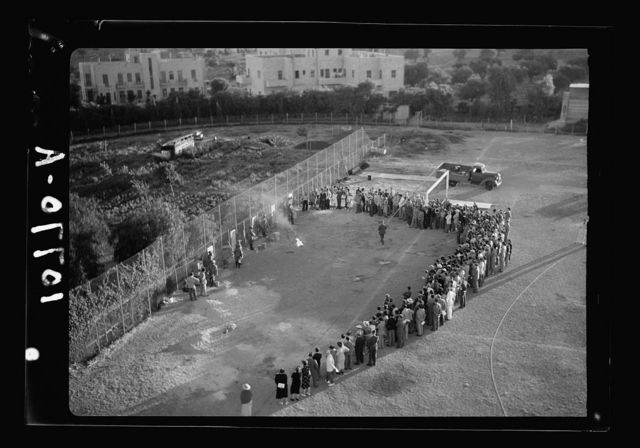 Decontamination activity. A.R.P. (air raid precaution) in Jerusalem. A.R.P. demonstration by Major A.D. Spark on the Y.M.C.A. sports field in Jerusalem