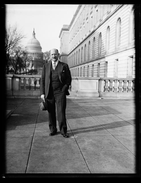 [Man, U.S. Capitol in background. Washington, D.C.]