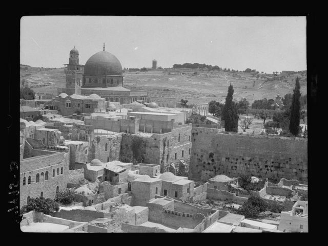 Mosque & Jews' wailing place