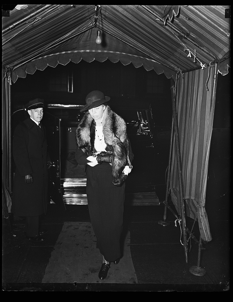 MRS. ROOSEVELT AT RUMSEY FUNERAL. MRS. ROOSEVELT ATTENDS FUNERAL SERVICES FOR MARY HARRIMAN RUMSEY, DEAD OF AN ACCIDENT WHILE RIDING TO HOUNDS AT HER MIDDLEBERG, VA. ESTATE. MRS. RUMSEY WAS A BRIDESMAID AT MRS. ROOSEVELT'S WEDDING
