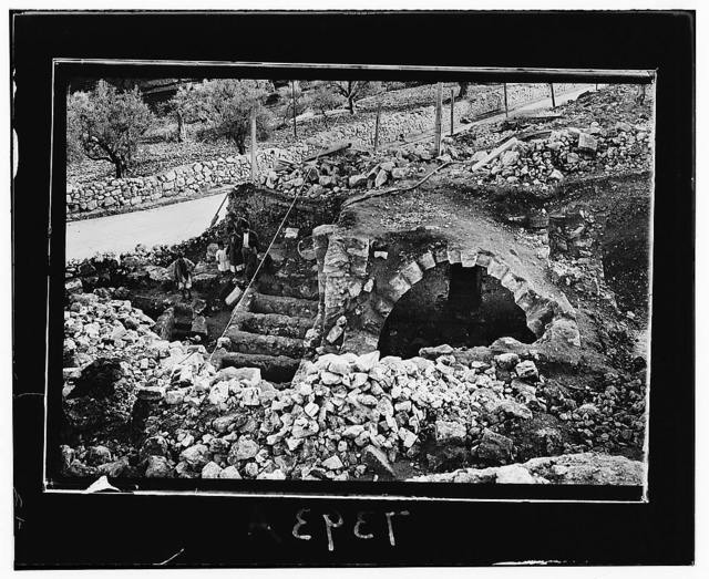 Old tomb found near St. Stephen's Gate