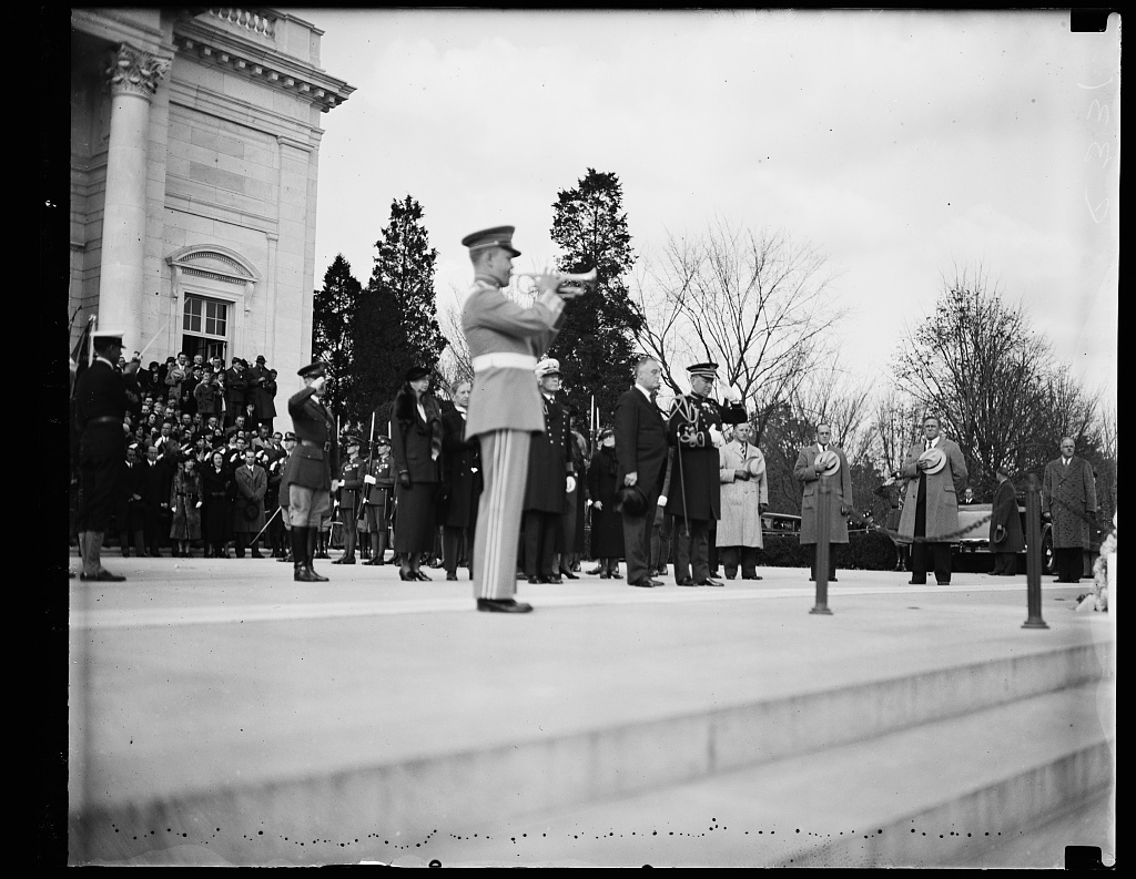PRESIDENT AT SOLDIER'S TOMB IN ARLINGTON. PRESIDENT ROOSEVELT ATTENDED THE ARMISTICE DAY CEREMONIES AT THE TOMB OF THE UNKNOWN SOLDIER OF THE WORLD WAR