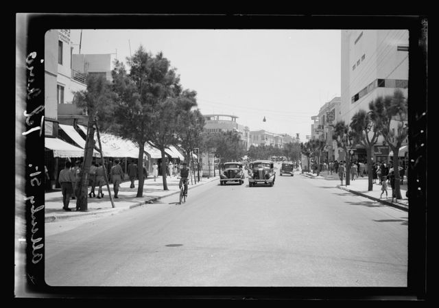"Ramleh Tel-Aviv. Tel-Aviv. ""The Colony"" Square. The Ki Kar Hamo Shavot Circle at crossing of main streets, Jaffa Street, Allenby Street, etc."