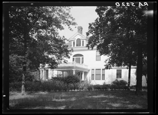 Abandoned colonial mansion. Fuquay Springs. North Carolina