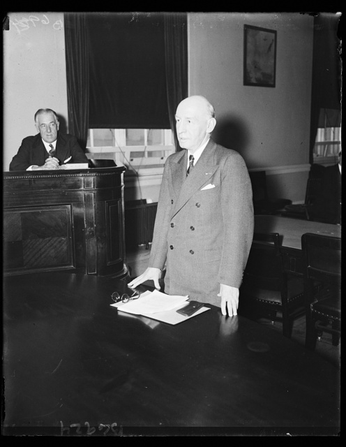 [...] At Vet dependenc[...] Brig. Gen. Frank T. Hines, [...] Administration, gives testim [...]ional committee which approved [...] check upon those administering [...] soldiers unable to handle thei[...], 1/18/35