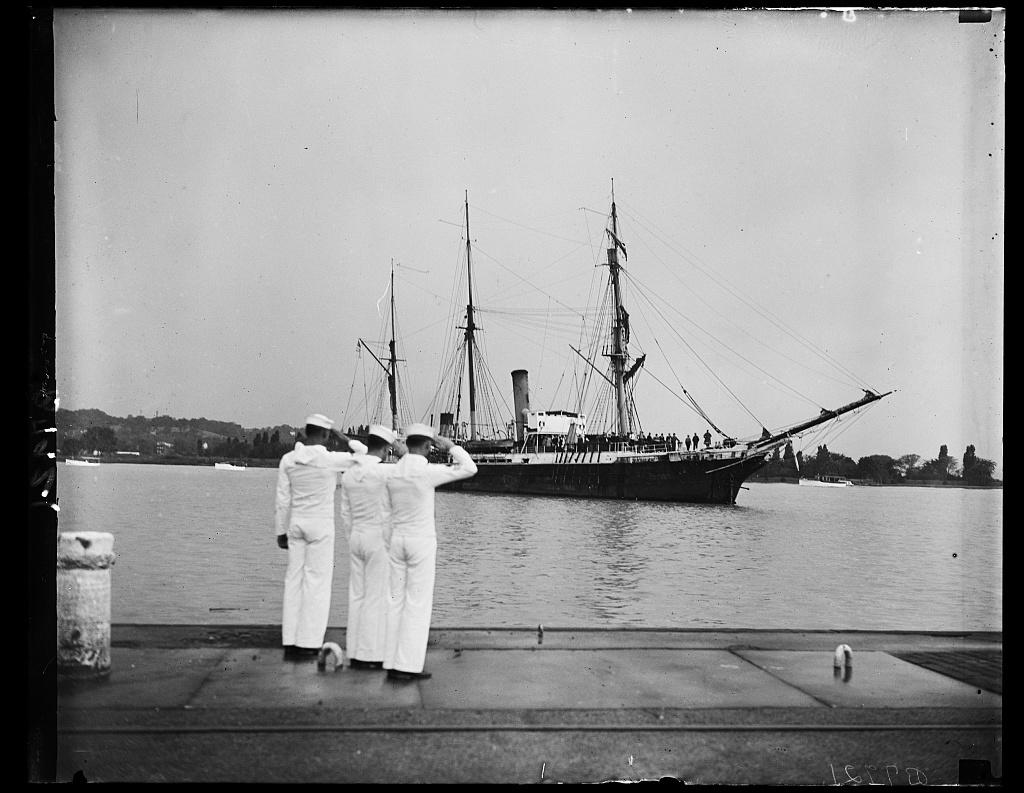 Bear of Oakland brings Rear Adm. Byrd to Navy Yard, 5/13/35